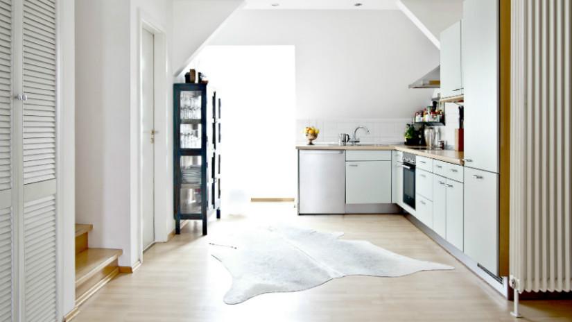 arredare una mansarda cucina contemporanea