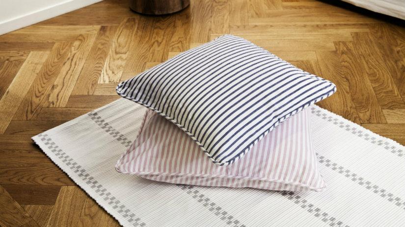 Cuscini a righe soffici accessori colorati alla moda for Interno per cuscini