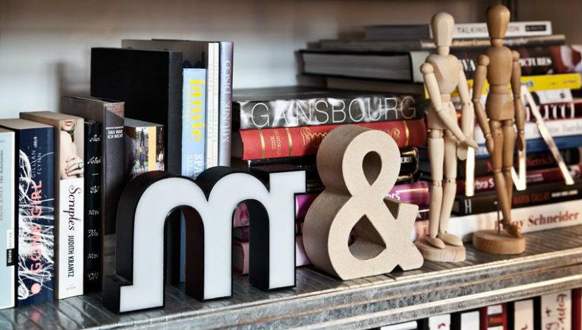 libreria angolare fermalibro statuine