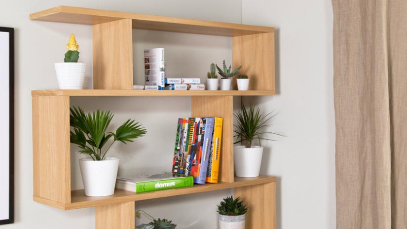 mensole in legno con libri