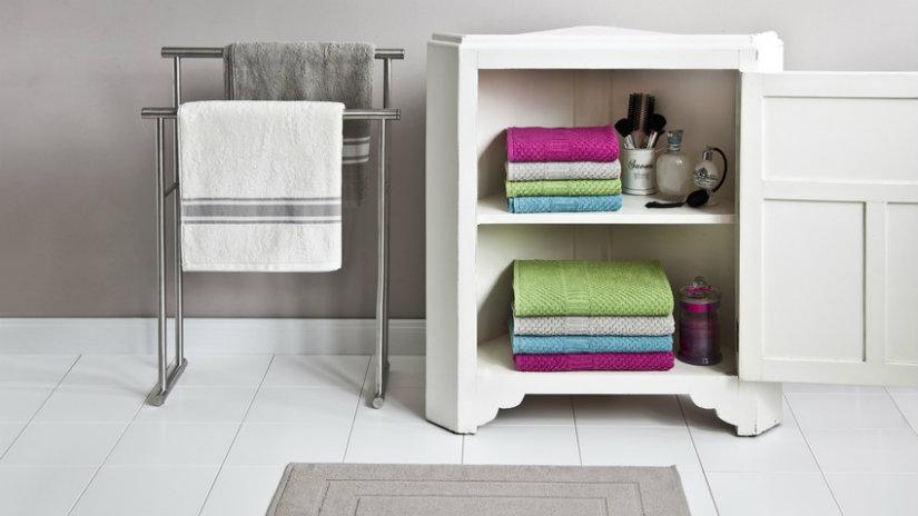 Piantana porta asciugamani utile e glamour dalani e ora - Porta asciugamani bagno ...