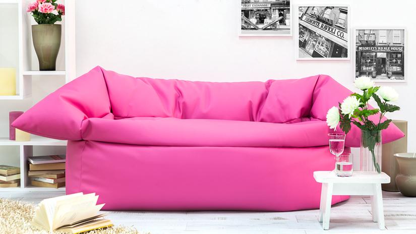 poltrona a sacco rosa tavolino