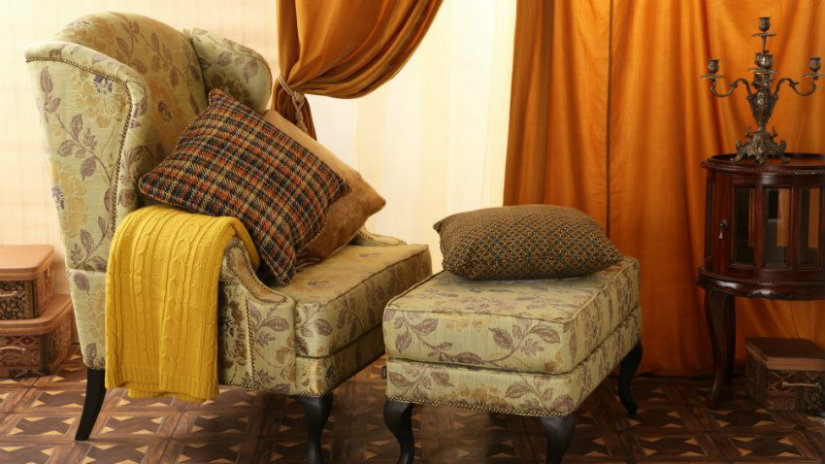 tende gialle chaise longue plaid arancione