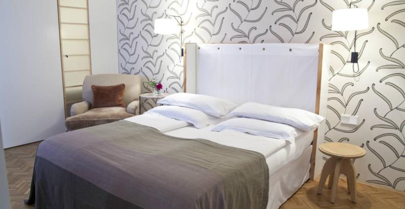 Camera da letto grigia eleganza e stile westwing dalani e ora westwing - Parete grigia camera da letto ...