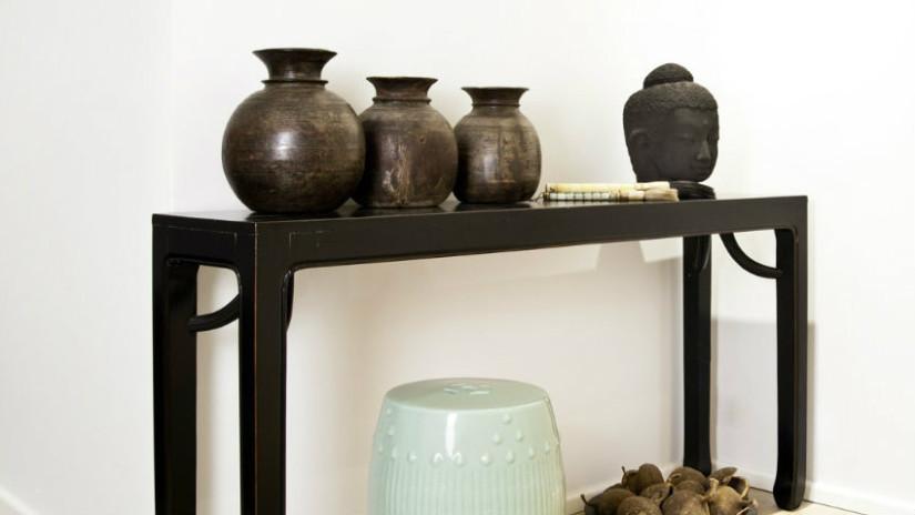 consolle in ferro battuto con vasi eleganti
