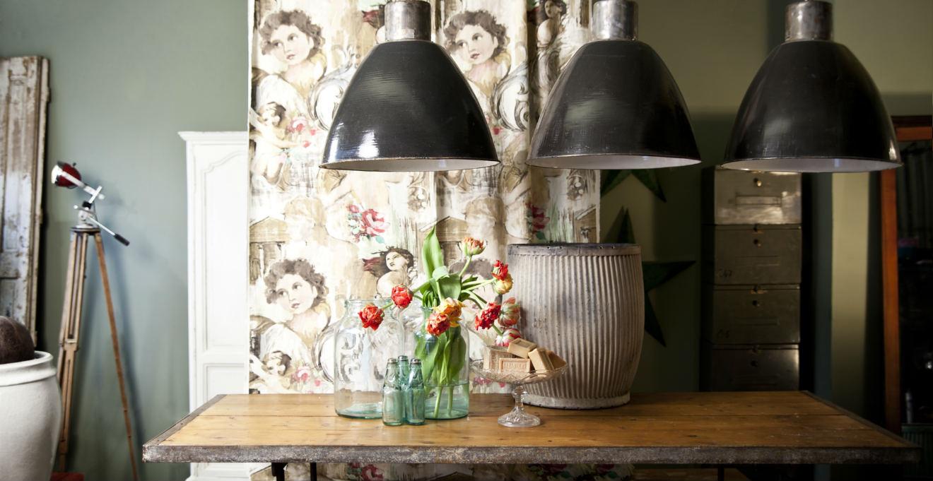 Illuminazione Per Soggiorno Moderno ante dal design classico prendono forma in una cucina