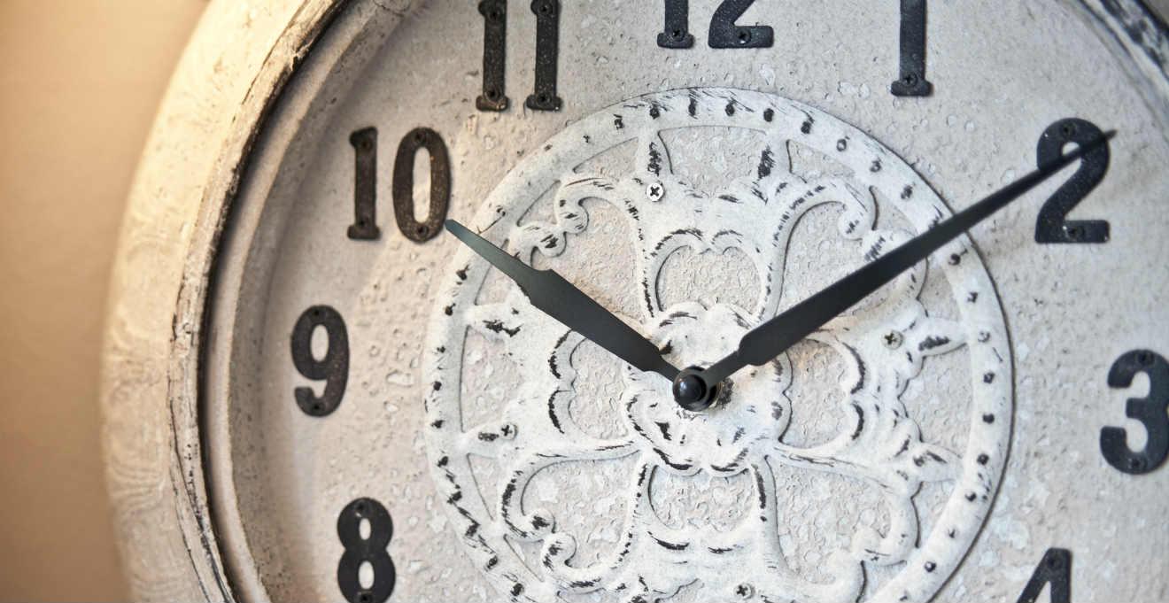 Orologi da parete in ferro battuto stile art deco for Orologi parete particolari