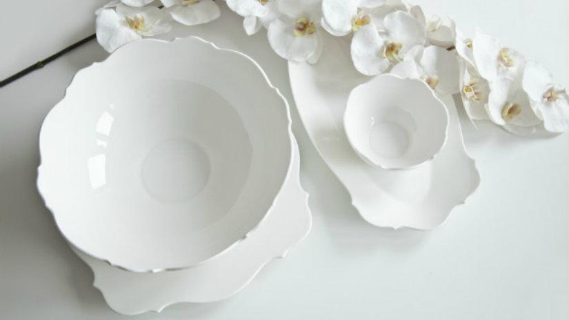 posate bianche piatti fiori