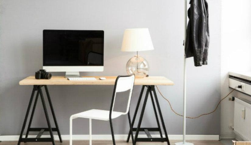 sedia da ufficio scrivania pc lampada appendiabiti