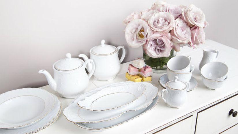 Servizio di piatti in porcellana bianca