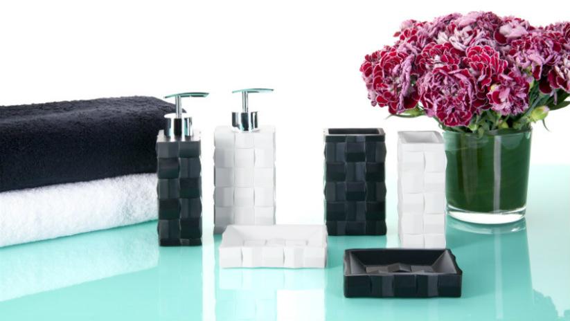 asciugamani neri bagno minimal