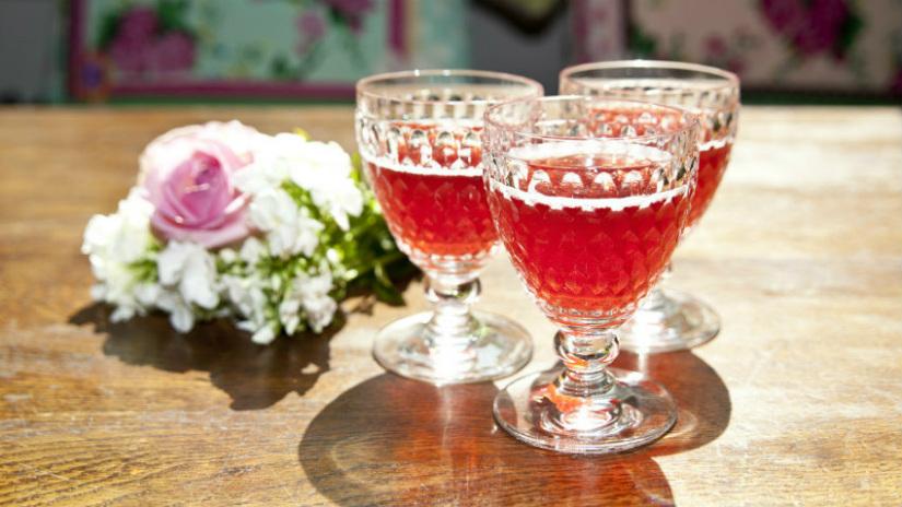 calici di cristallo per vino e champagne fiori