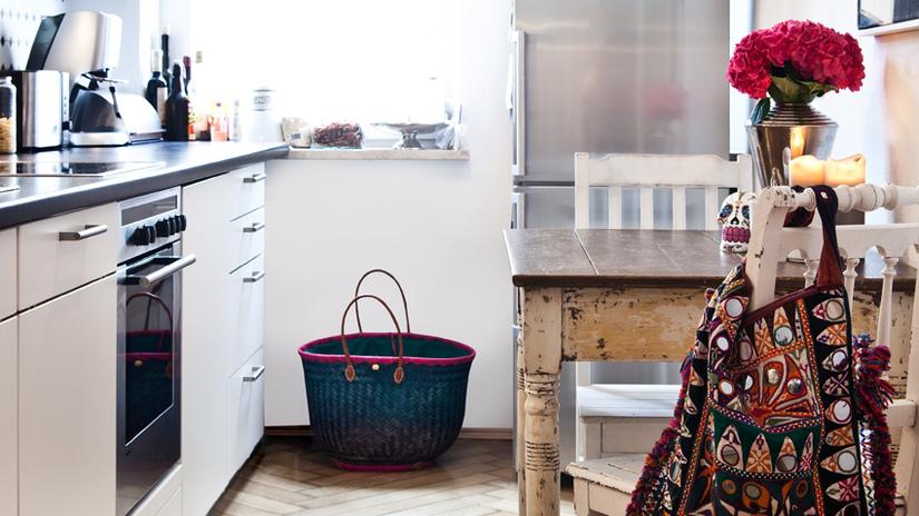 Cucina in mansarda ottimizzare gli spazi dalani e ora westwing - Idee per arredare la cucina ...