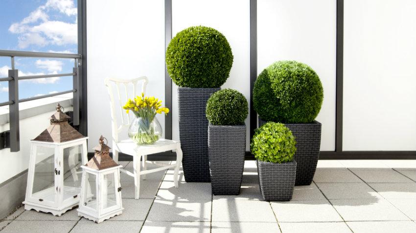 Portavasi alti eleganza e design minimal in giardino - Porta piante da esterno ...