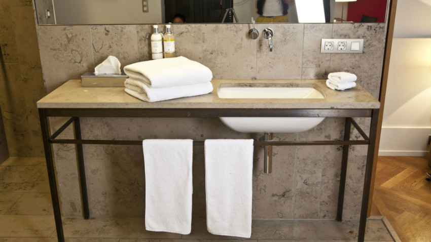bagno minimal mobile in acciaio