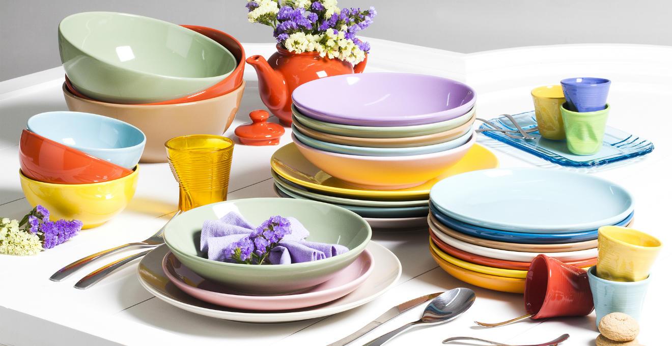 Piatti moderni per una tavola piena di brio dalani e - Servizio di piatti ikea ...