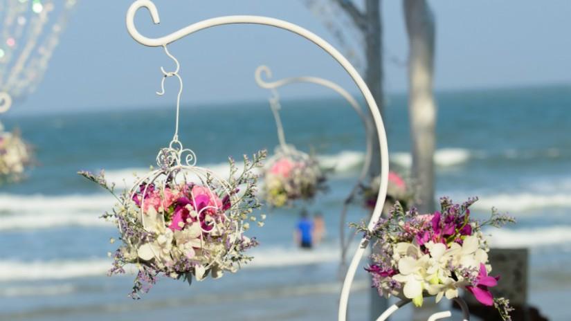 portavasi da parete con fiori