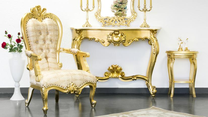 cornici barocche consolle dorata poltrona tavolino