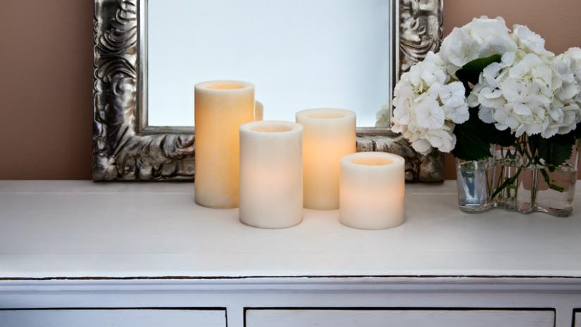 cornici barocche in argento candele vasetti di vetro
