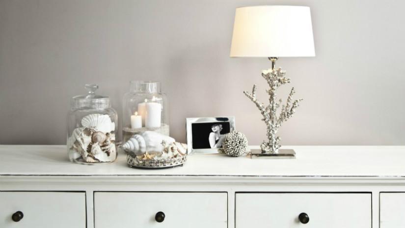 mobile buffet da cucina bianco lampada