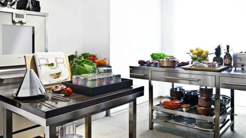 mobili ad angolo per cucina in acciaio