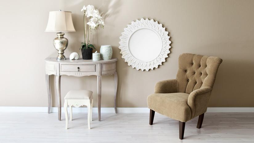 paralume bianco specchio poltrona velluto