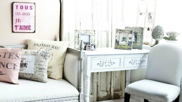 Soggiorno provenzale mobili e accessori in legno for Accessori cucina arredamento