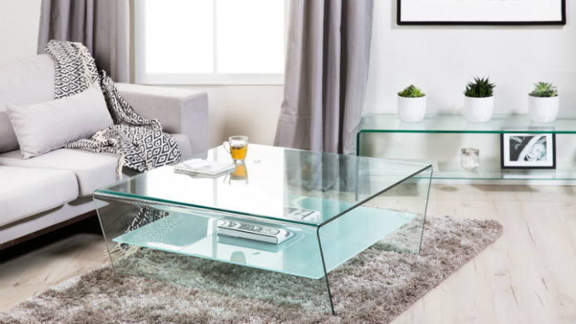 Tavoli da pranzo in cristallo minimal design dalani e for Tavoli da pranzo in cristallo