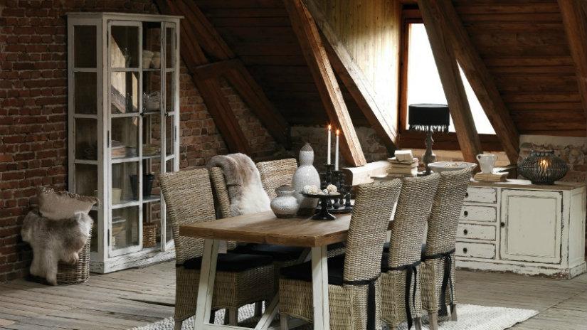 arredamento rustico tavolo sedie vetrinetta