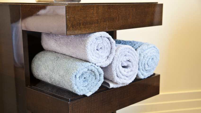 Mobili bagno in legno eleganza e raffinatezza dalani e ora westwing - Accessori per bagno in legno ...