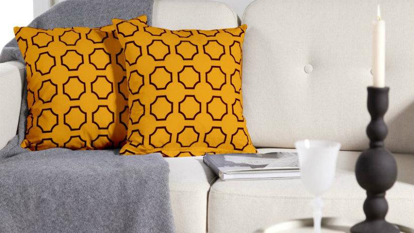 cuscini gialli divano