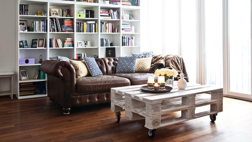 divano chesterfield tavolino libreria
