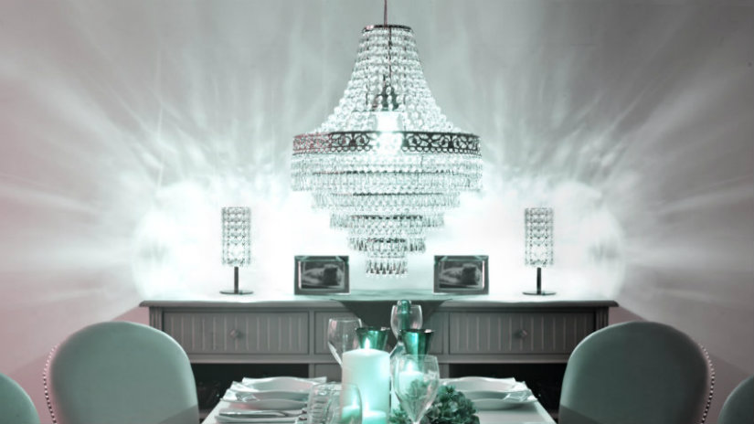 sala da pranzo bianca lampadario tavola