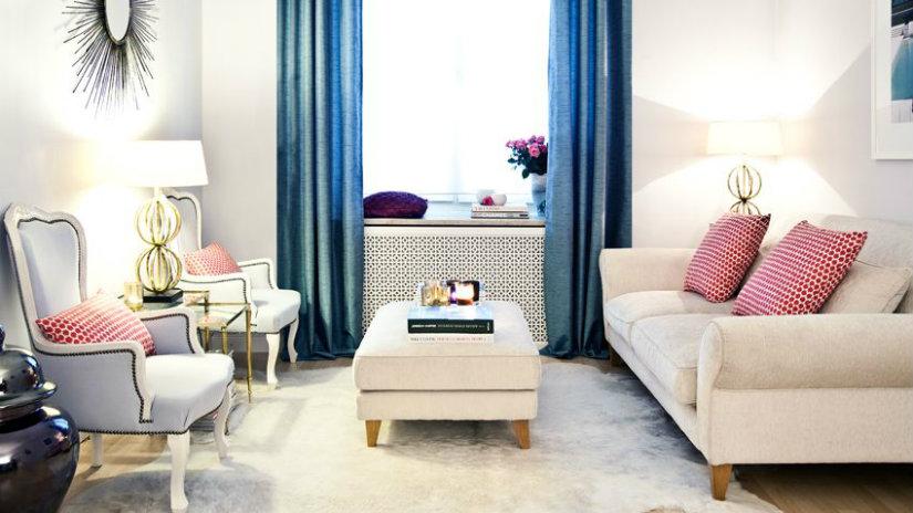 soggiorno piccolo tavolino tappeto tende divano