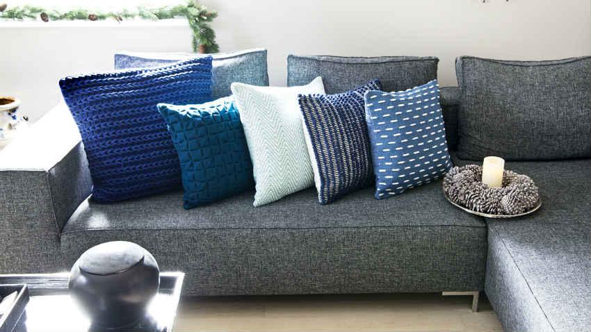 Divano letto angolare comodit in casa dalani e ora westwing - Cuscini decorativi per letto ...