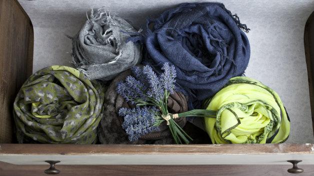 Guardaroba in legno cassetto sciarpe foulard