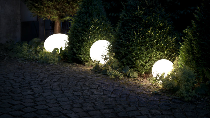 Lampade da terra per esterno illuminazione di stile for Laghetto per esterno