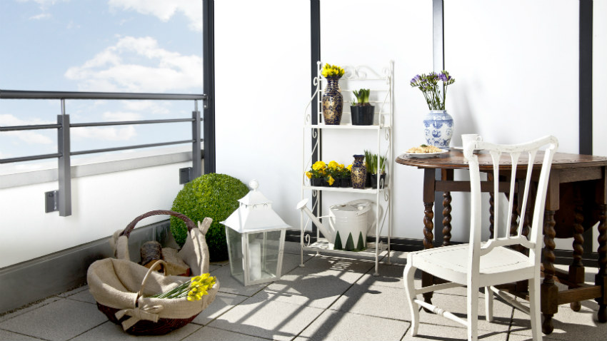 armadio da giardino in legno terrazzo tavolo fiori sedie