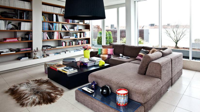 arredare un open space divano tappeto libreria tavolino