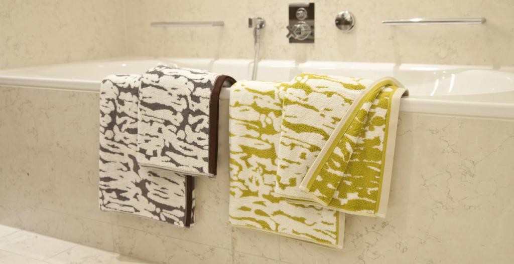 Cuscino per vasca da bagno relax in casa propria dalani e ora westwing - Paperelle da bagno ...