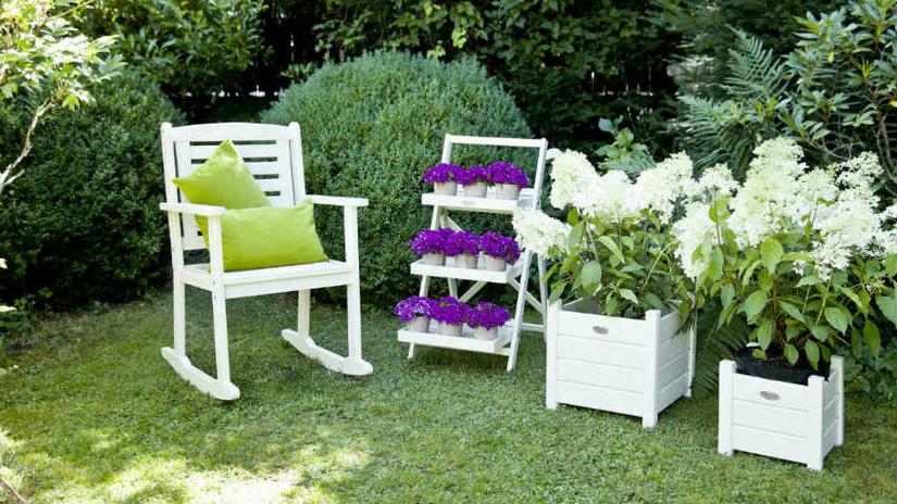 sedie in legno con braccioli fioriere