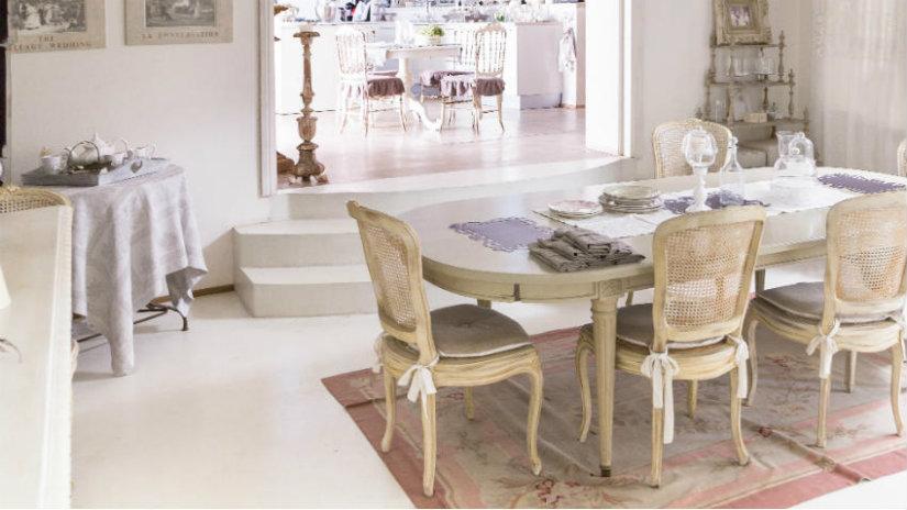 Tappeti provenzali l 39 eleganza della francia in casa for Tavoli e sedie da soggiorno