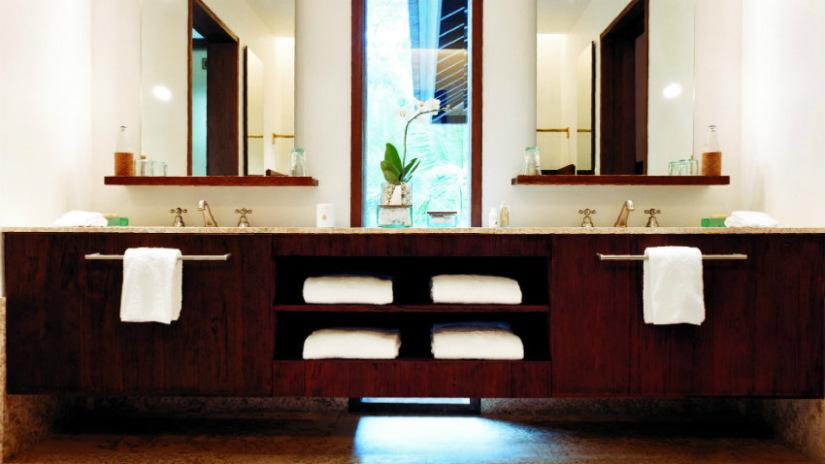 armadio in wengè mobile bagno legno scuro