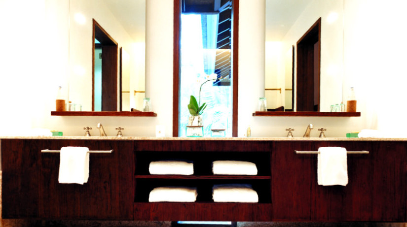 Cassettiera per bagno scrigno di segreti di bellezza for Mensole angolari per bagno