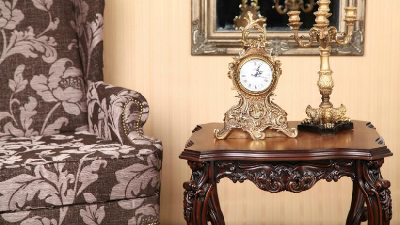 consolle in legno massello orologio antico candelabro