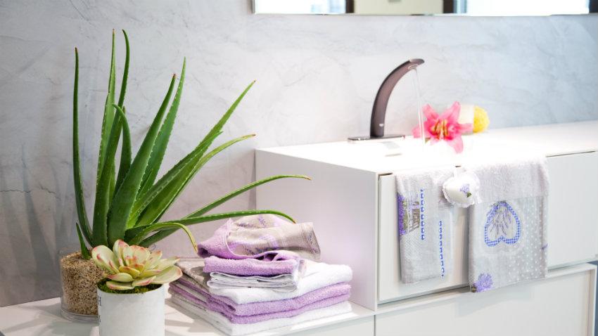 Coprilavatrice in tessuto funzionalit e stile dalani e for Arredo bagno con due lavelli