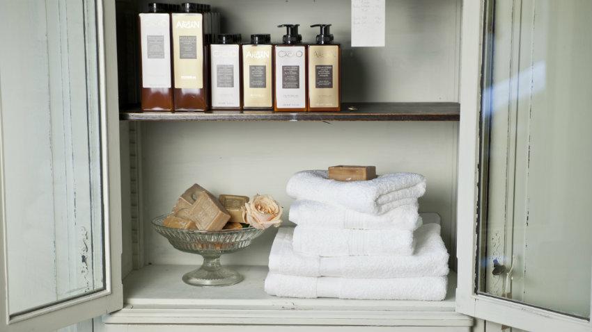 Specchiera contenitore per bagno ordine e riflessi - Specchio contenitore per bagno ...