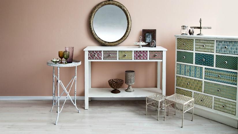 cornici dorate antiche dettagli preziosi dalani e ora westwing. Black Bedroom Furniture Sets. Home Design Ideas