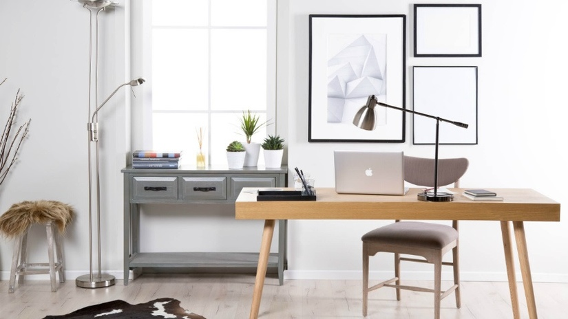 scrivania per pc in stile scandi