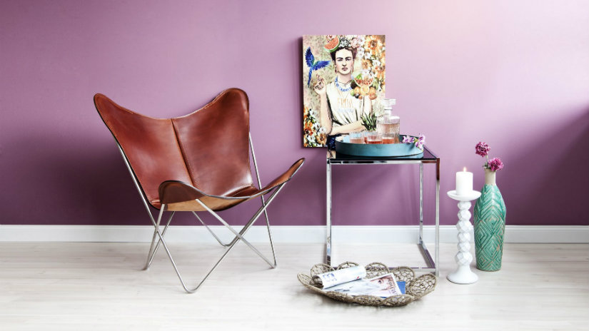pareti colorate sedie vintage